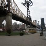 Vue de Manhattan et du téléphérique depuis Roosevel Island